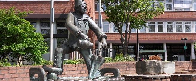 Narrenbrunnen in Eschweiler vor dem Rathaus