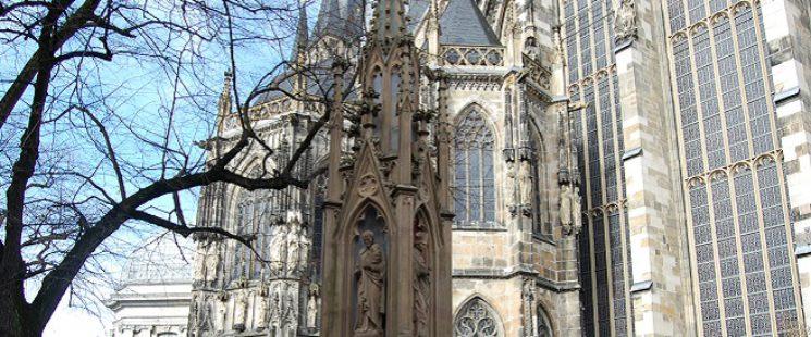 Vinzenzbrunnen am Aachener Dom