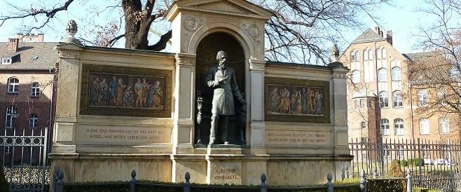 Albrecht von Graefe -Denkmal an der Charité-Berlin