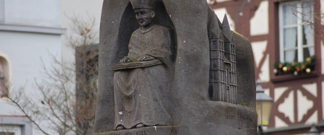 Nikolaus von Kues Denkmal in Koblenz
