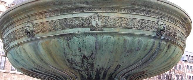 Brunnenschale Kaiser Karl Brunnen - Franz von Trier