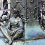 Johannes Rau Platz - historische Lampen-Kunst (2)